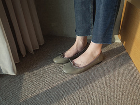 girl and woman flat shoes