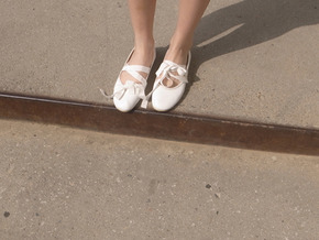 string flat shoes : ivory