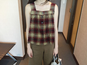 check sleeveless blouse : red