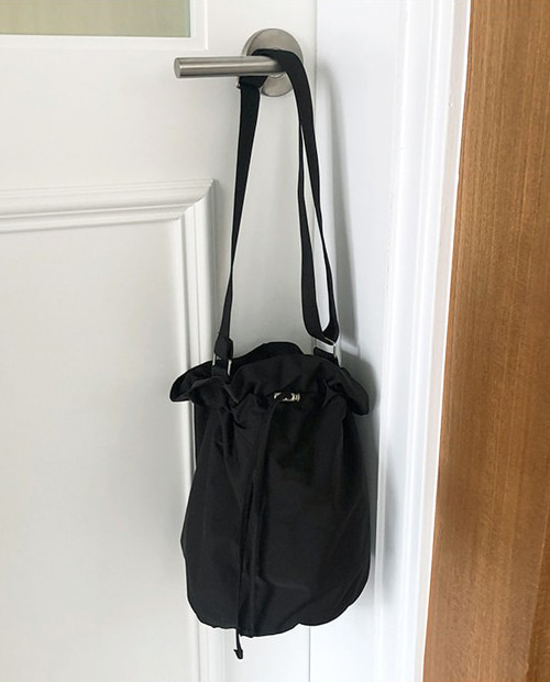 choice round bag : black