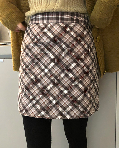 classic check skirt : brown